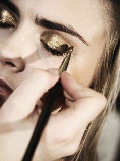 NARS gold eyeshadow