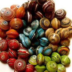 Recycled Paper Beads & more.Ooooh,I love 'em. Paper Bead Jewelry, Paper Beads, Beaded Jewelry, Jewellery, Diy Paper, Paper Art, Paper Crafts, Handmade Beads, Handcrafted Jewelry