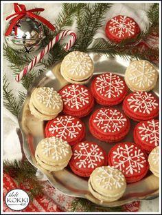 ildi KOKKI : Karácsonyi macaronok Cookie Jars, Macarons, Christmas Bulbs, Food And Drink, Cookies, Holiday Decor, Cake, Desserts, Recipes