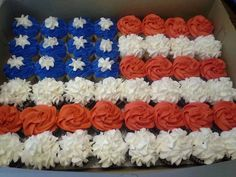 Gonna make this for my cousin's going away party before he leaves for basic training for the Air Force! Patriotic Party, 4th Of July Party, Fourth Of July, Patriotic Cupcakes, Cupcake Torte, Cupcake Flags, Pull Apart Cake, Pull Apart Cupcakes, Deployment Party