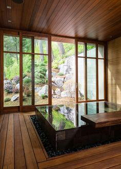 What is the reason behind the Japanese House Design That Simple And Calmness? The design is a technique that can be used to create harmony in your home. Japanese Bath House, Japanese Bathroom, Japanese Soaking Tubs, Japanese Mansion, Outdoor Bathrooms, Dream Bathrooms, Amazing Bathrooms, Outdoor Bathtub, Outdoor Spa