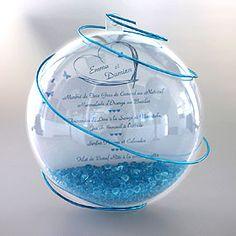 C'est à vous de composer avec cette boule géante transparente ! Mettez vos menus, noms de table, dragées... et agrémentez de la décoration de votre choix : billes en verre, plumes, sable... A poser ou à suspendre, pour un effet garanti ! http://www.mariage.fr/boule-geante-pvc-porte-menu-nom-de-table-mariage.html