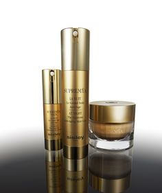 At the heart of @sisleyparis formula is the innovative anti-aging technology of Supremÿa, Phyto-complex LC12 enriched with a selection of active ingredients, each one targeting a specific eye contour issue—dark circles, puffiness, lack of firmness in the eyelids, crows' feet and wrinkles.