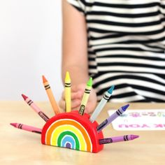 Make this fun rainbow crayon holder out of air dry clay.