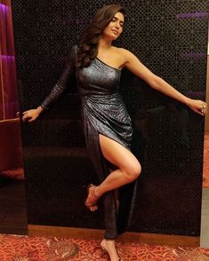 Karishma Tanna Latest Workout Routine And Diet Plan - Health Yogi Hot Actresses, Indian Actresses, Famous Celebrities, Celebs, Girls Dresses, Prom Dresses, Fashion Outfits, Sexy, Beauty