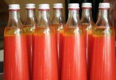 Paradicsomlé télire - tartósítószer mentes Food Crafts, Sangria, Ketchup, Hot Sauce Bottles, Food Storage, Preserves, Pickles, Food And Drink, Favorite Recipes