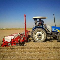 BEREKET Series Pneumatic Planter (8 Rows). #turquagroforagriculture #farm_machinery #farmersmarket #farm_machines #farmlife #farming #farmer #farm #agriculturelife #agriculturalequipment #agriculture #agricola #agromachinery #agrotechnology #agriculturelife #planter #newholland #newhollandtractor #red #nature #soil #field