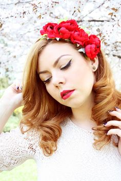 Red flower hair garland: http://ozfashionista.blogspot.ro/2013/04/for-all-spring-lovers.html