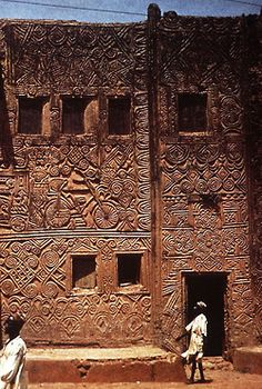larameeee:  Africa-decorated house facades in Zaria, Nigeria. (via Learning from Architecture)