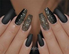 Coffin nails shape are like the ballerina shoes. It's elegant and convenient. Wanna try coffin nails this fall? Check out what kind of nailsart of coffin nails you like. Sparkly Nails, Prom Nails, Black Glitter Nails, Glitter Hair, Black Coffin Nails, Glitter Bomb, Black Nails With Gold, Silver Glitter, Wedding Nails