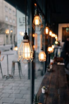 Light bulbs in a coffee shop. Download this photo by Tomas Jasovsky on Unsplash Focus Photography, Background For Photography, Kitchen Lighting Fixtures, Ceiling Light Fixtures, Island Pendant Lights, Pendant Lighting, Pendant Lamps, Cafe Pictures, Living Room Essentials