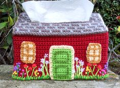English Cottage Cozy free crochet pattern for tissue box by Twinkie Chan