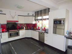 . Keuken model Avignon  83 kleuren kunststof leverbaar, zwart graniet, Miele apparatuur  #interieur & #keukens #funda