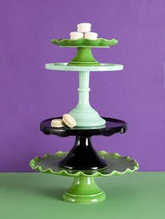 Love cake servers in different colors! Cake And Cupcake Stand, Love Cake, Cupcake Cakes, Tiered Dessert Stand, Dessert Table, Cake Stand Display, Cake Pedestal, Plate Stands, Food Stands