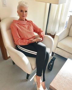 fashion over 40 2017 fall Stylish Older Women, Older Women Fashion, Plus Size Fashion For Women, Fashion Tips For Women, Womens Fashion, Fashion Trends, Fashion Bloggers, Boho Fashion Over 40, Fashion Over 50
