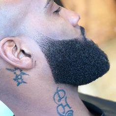 Today's men always grow beards. Why do men wear beards? Shaved Head With Beard, Bald With Beard, Faded Beard Styles, Beard Styles For Men, Beard Line, Beard Wax, Men Beard, Beard Shapes, Beard Styles
