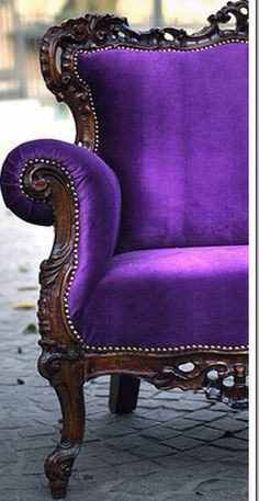 Purple chair ~ this is HAWT!