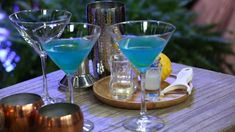 Fairy godmother vodka cocktail with blue curacao, lime and cranberry juice Fairy godmother vodka cocktail with blue curacao, lime and cranberry juice – Cocktails and Pretty Drinks Cocktails With Blue Curacao, Vodka Cocktails, Summer Cocktails, Alcoholic Drinks, White Cranberry Juice, Cranberry Juice Cocktail, Margarita Cocktail, Blood Orange Sangria, Vodka Lime