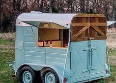 The Wandering Side Car Bar Company is a mobile bar service for hire. Vintage Rv, Vintage Trailers, Vintage Campers, Converted Horse Trailer, Horse Box Conversion, Caravan Bar, Hot Dog Cart, Old Campers, Concession Trailer