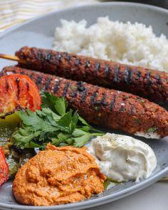 Veganska Turkiska kebabspett med muhammara och grillade grönsaker | Jävligt gott - vegetarisk mat och vegetariska recept för alla, lagad enkelt och jävligt gott.