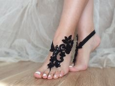 nupcial pulsera para el tobillo negro sandalias pies por ByVIVIENN