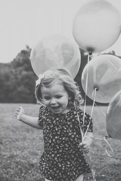 Two-year-old outdoor photography session - ballons | by Poetic Portraits {www.poetic-portraits.biz} #familyphotography