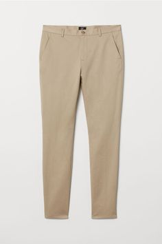 Chinos in washed stretch cotton twill. Zip fly side pockets and welt back pockets. Slim fit - relaxed over thighs and tapered from knees down for a relaxed well-tailored look. Beige Pants, Khaki Pants, Beige Hose, Pantalon Slim, Slim Fit Chinos, Linen Trousers, China, Fashion Company, Neue Trends