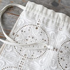 [Envelope online shop] Linen lace Bag Martina designed by Lisette New embroidered linen tote bag, that is inspired by antique French lace pattern. The strings is particularly long, so you can use it as a casual shoulder bag. #envelopeonlineshop #lisette #linenlace #embroidery #offwhitelinen #blacklinen #causalelegant