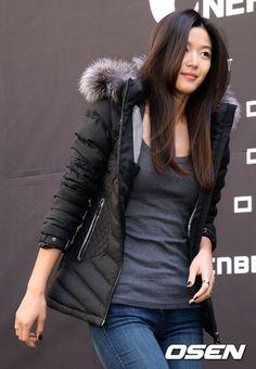 """【PHOTO】チョン・ジヒョン、アウトドアブランドのコンセプト展示会に出席""""マネキンのようなスタイル"""" - ENTERTAINMENT - 韓流・韓国芸能ニュースはKstyle"""