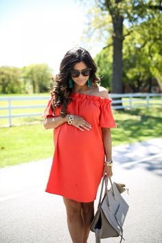 21 Cute Summer Pregnancy Outfits Ideas - Fashionable - Off the shoulder seems like it could be a cute (and airy) option. Plus, breastfeeding friendly! Summer Maternity Fashion, Cute Maternity Outfits, Stylish Maternity, Spring Fashion Outfits, Maternity Wear, Maternity Clothes Spring, Pregnant Fashion Summer, Casual Pregnancy Outfits, Maternity Style