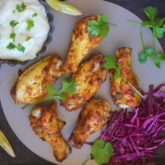 Spicy chicken wings with pickled red cabbage and mustard-mayo dip Chicken Wings Spicy, Baked Chicken Breast, Chicken Wing Recipes, Tandoori Chicken, Spicy Wings, Chicken Breasts, Low Carb Appetizers, Appetizer Recipes, Snack Recipes