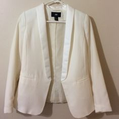 Ivory H&M blazer Gorgeous ivory H&M blazer. Worn once. Only selling because somehow I've amassed a quite large collection of off white blazers in my closet. This is perfect for summer over dresses or for the office to freshen up your work style. No trades. Bundles and reasonable offers welcomed. H&M Jackets & Coats Blazers