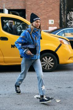 The Best Street Style From New York Fashion Week Fall givenchy, fashion, winter fashion, jeans New York Street Style, Street Style Trends, Fashion Videos, Cool Street Fashion, Street Chic, New York Fashion, Fashion 2018, Korean Fashion, Fashion Edgy