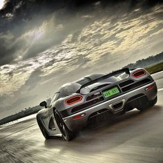 Nothing better than the Koenigsegg Agera on the track would love to test drive this Beauty!