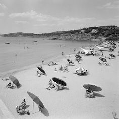 #Discoveringsummer through the #BenakiMuseum #collections : #Asteriabeach in #glyfada #athens 1957. #Photo by Dimitris Harissiadis Benaki #Museum #photographicarchives #sea #summer #instasummer #gf_summer #ig_summer #greeksummer #iloveathens #sun #instagreece_sea #instagood #indtacool #beautiful #swimming #umbrella #like #phoyooftheday #picoftheday