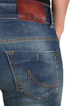jean detail - Google'da Ara Blue Jeans, Denim Jeans, Teen Shorts, Work Aprons, Leather Label, Denim Outfit, Men Casual, Menswear, Detail