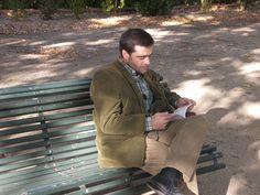 9 de enero de 2014. Hombre que lee. http://traducarte.wordpress.com/gente-que-lee/9-de-enero-de-2014-hombre-que-lee/