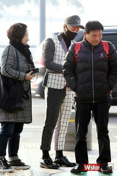 Taeyang and his parents are on their way to Hong Kong for the first stop of Taeyang's solo tour.