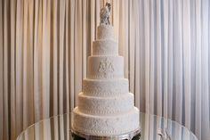 Bolo clássico e elegante - Casamento Ivi e Márcio