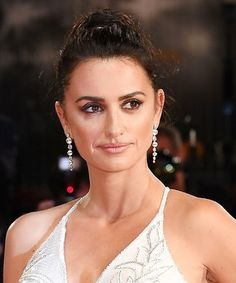 Penelope Cruz's High-Slit Versace Gown at Venice Is Fab Versace Gown, Spanish Actress, Red Carpet Event, Celebrity Beauty, Lifestyle News, Show Photos, Red Carpet Looks, Golden Globes, Feature Film