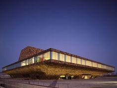 Teatro y centro de congresos La Llotja de Lleida, España - Mecanoo - © Christian Richters