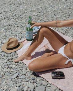 Bikini Modells, Bikini Beach, Beach Bum, Girl Beach, Dark Portrait, Photo Portrait, Beach Aesthetic, Summer Aesthetic, Summer Dream