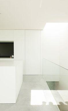 Interior of House DZ by Graux Baeyens. Interior Design Kitchen, Modern Interior Design, Interior And Exterior, Interior Decorating, Contemporary Interior Doors, Interior Minimalista, Space Architecture, Facade House, Minimalist Interior