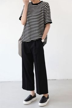 Super casual black and white stripes outfit with palazzo pants/gauchos/wide leg pants/culottes and sneakers.
