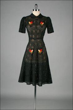 Adorable vintage dress ~ I love the peter pan collar!