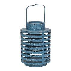 Lantaarn metaal. Blauwe ronde metalen lantaarn, gestreept opengewerkt. Verweerde look.  Afmeting Ø 18.5 cm, h 27 cm. €19.95