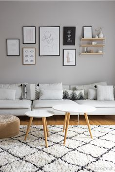 Dwelling concepts with new wall paint: arrange wardrobe and lounge suggestions // Promoting> triangles Söderhamn Sofa, Ikea Sofa, Couch, Living Room Grey, Home And Living, Ikea Soderhamn, Wall Painting Living Room, White Sofas, Interior Walls