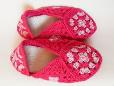 Pink Slippers Pink Slippers, Golden Heart, Heart Crafts, Pink Things, Crochet Earrings, Baby Shoes, Clothes, Jewelry, Fashion
