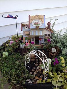 Such a cute fairy garden!!!! Fairy Garden : The Magic Onions : www.theMagicOnions.com