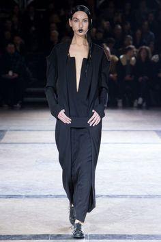 Yohji Yamamoto Autumn/Winter 2016 Ready-To-Wear Collection | British Vogue